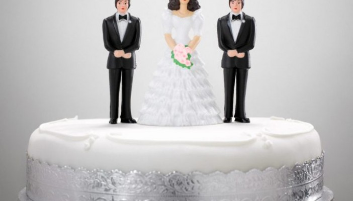 614-01170897 Model Release: No Property Release: No Wedding figurines on a wedding cake
