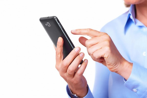 smartphone_user-600x400