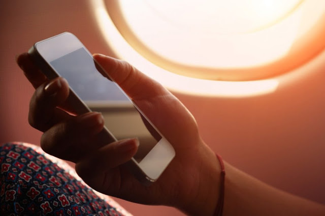 mobile-phone-apple-iphone-on-plane-01-960x640