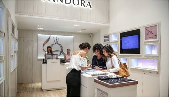 Το concept store PANDORA θα υποδεχτεί τους φίλους των μοναδικών κοσμημάτων  PANDORA με εκπλήξεις και μία μοναδική προσφορά  ειδικά για την ημέρα  εκείνη 578f6bfd664